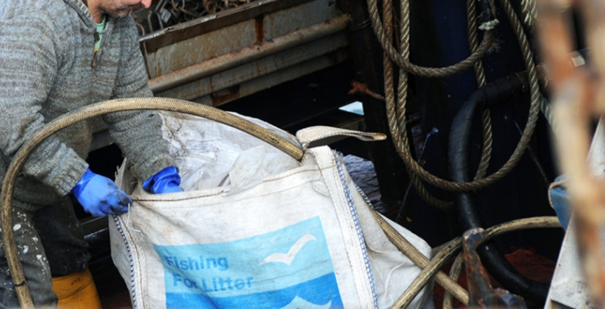 Fishing waste with an app